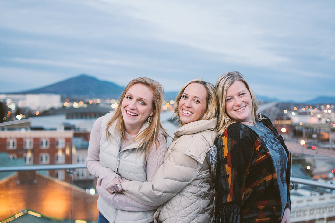 A best friend session in downtown roanoke at center in the square by laura richards photography