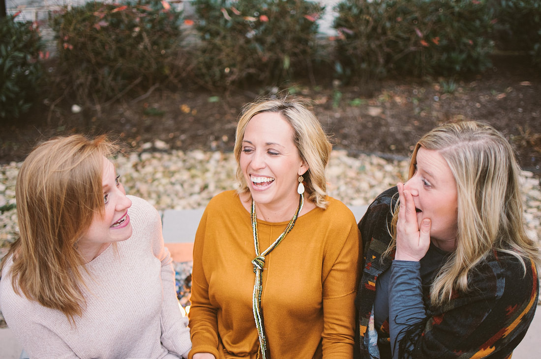 A best friend session in downtown roanoke at the hotel roanoke by laura richards photography